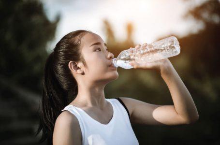 Uống nước trước khi ngủ sẽ giúp bạn giảm cân?