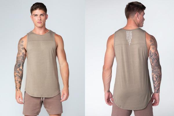 Phối áo thun ba lỗ nam với quần short