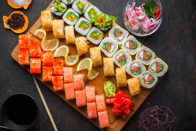 Sashimi là một món ăn quen thuộc của người nhật được chế biến từ cá sống!